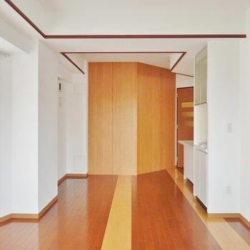 ブラウンを基調とした部屋がお洒落。※写真は類似間取り別部屋のものです。
