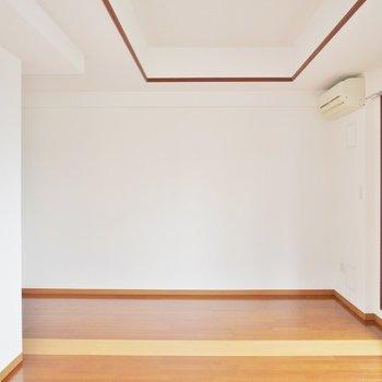 この奥にウォークインクローゼットが。※写真は類似間取り別部屋のものです。