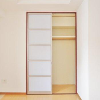 洋室にもクローゼットあります。※写真は類似間取り別部屋のものです。