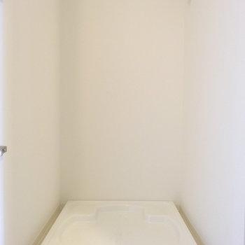 洗濯機置き場は隠せます。※写真は同間取り別部屋のものです。