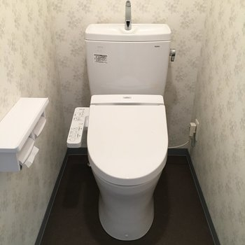 トイレのクロスがさりげない花柄でかわいい♡