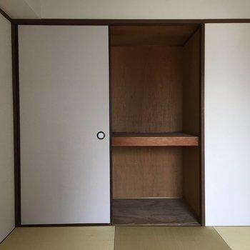 和室収納は、ふすま。お布団とかシーズンオフの服とか、収納しやすい。