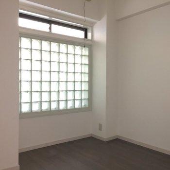 洋室2。玄関に近いお部屋です。
