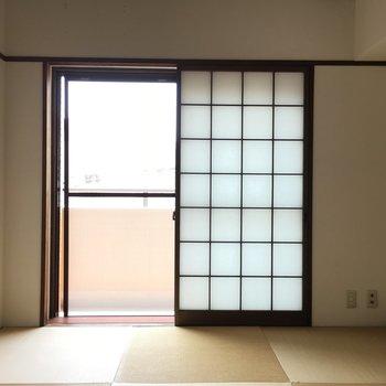和室にはやっぱり障子ですよね〜。