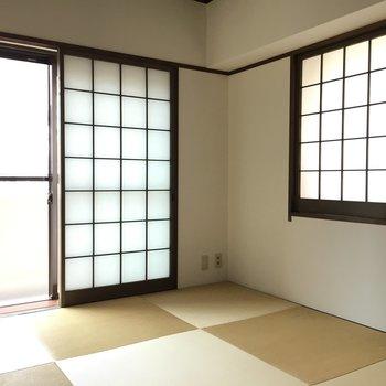和室は角のお部屋なので二面採光です!
