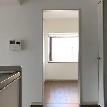 洋室1。キッチンの横です。