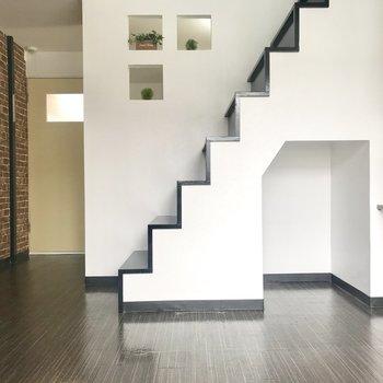 階段登ってロフトへ