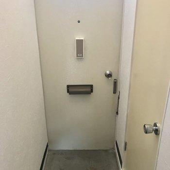 玄関こちら!