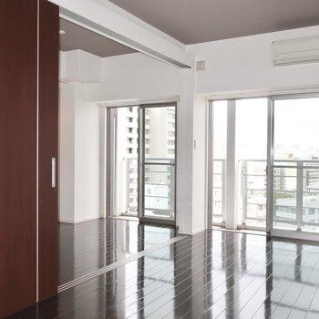 窓辺でまどろむの※写真は11階の同間取り別部屋のものです