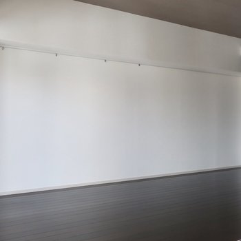 壁一面には何飾ろう?※写真は11階の同間取り別部屋のものです