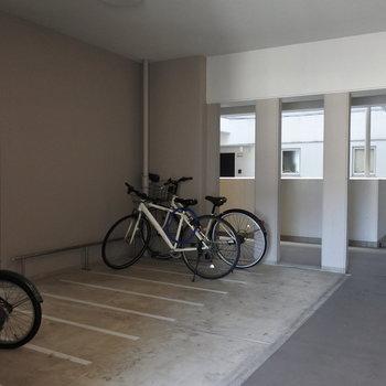 各階に自転車置場があるのが安心◎