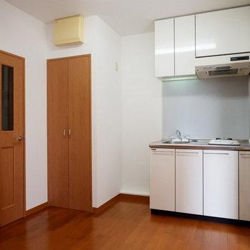 キッチンスペースゆったりありますね。棚とか置いても良いかも!