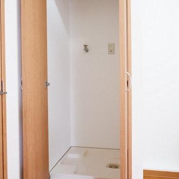 洗濯機置場は扉で隠せるように。