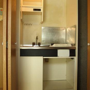 1口コンロのキッチンはトビラで隠せます