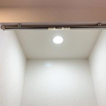 しっかりカーテンレールが設置されていました◎ (※写真は11階の同間取り別部屋のものです)