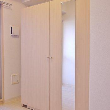 可動式の収納スペース。※写真は同タイプの別室です。