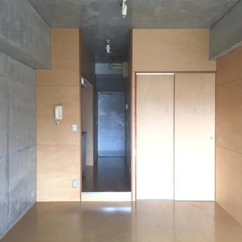 コンクリ派?シナ合板派?※3階別部屋同間取りの写真です。