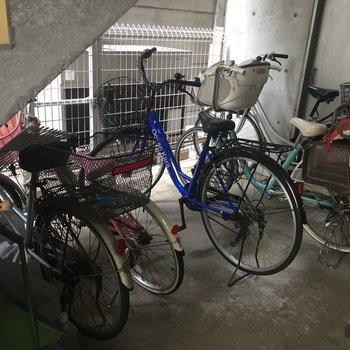 小さいですが屋内自転車置き場もあります!
