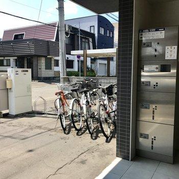 自転車置き場もありますよ!