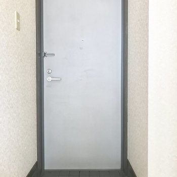 玄関はシューズボックスがないのです。