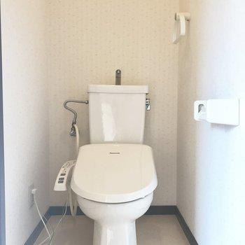 トイレは嬉しいウォシュレット付き!