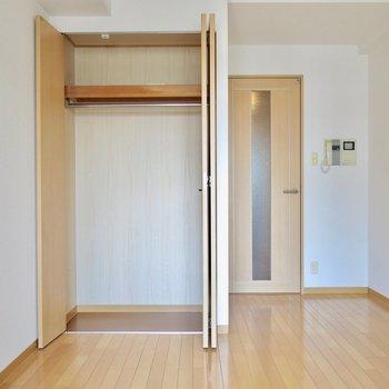 シンプルな内装です。※写真は同間取り別部屋のものです。
