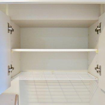 キッチンには収納も※写真は同間取り別部屋のものです。