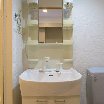 支度が捗る独立洗面台※写真は同間取り別部屋のものです。