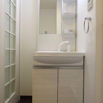 洗面台は普通※写真は同間取り別部屋のものです。