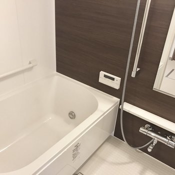 広々とした浴室は贅沢ですね〜。