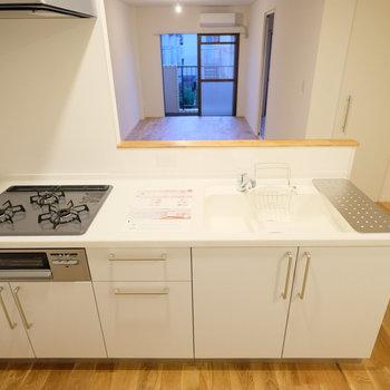 キッチンは機能充実の3口ガスコンロ!大きさも◎