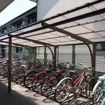 駐輪場には屋根が有りますよ!