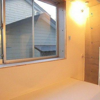 階段を上がると、2階部分。※一部反転同間取り別部屋の写真です