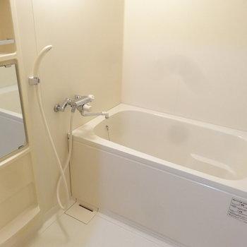 浴室はとっても広々。追焚だってついてるんだから。※写真は別室です