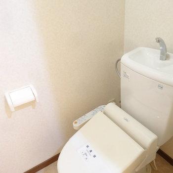 トイレはウォシュレット付き。※写真は別室です