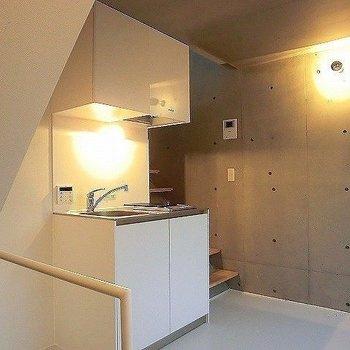 2階にはキッチンがあります。※一部反転同間取り別部屋の写真です