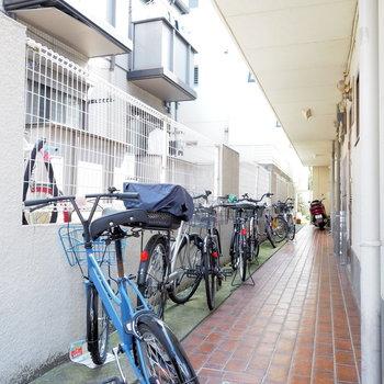 自転車は1階に置く感じですね