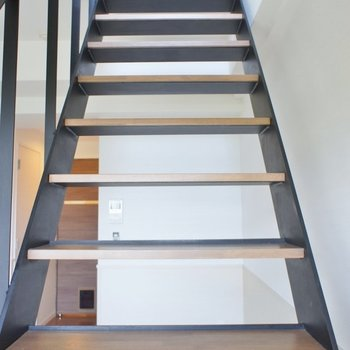 おしゃれな階段を上ると。。。