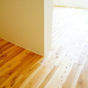 階段をのぼって2階に。左手に収納になりそうなスペース!※前回募集時の写真です