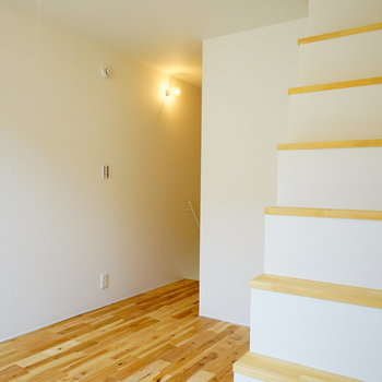 階段も無垢で。※前回募集時の写真です