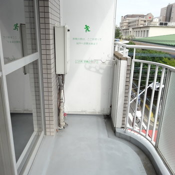 バルコニーはやや広めかな。(写真は同じ間取りの4階のお部屋のものです)