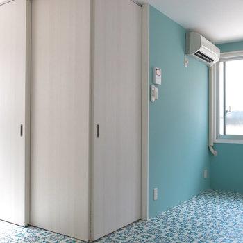 玄関トイレも扉で仕切れます!