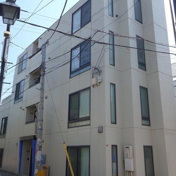 外装工事済みで綺麗な外観。ここの3~4階部分のメゾネットですよ。