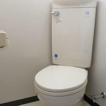 トイレはナナメです!