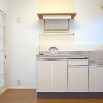 小窓あるキッチンは広々使えそう。