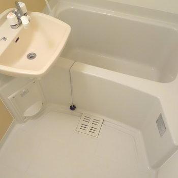 浴室乾燥機能ついてますよ。
