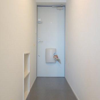 ここが玄関です。アプローチあります。