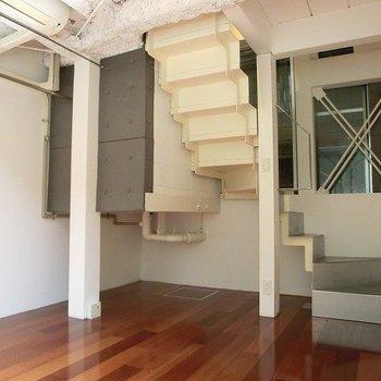 階段裏までかっこいい。※写真は前回募集時のものです