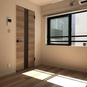日向ごっこしたくなりそう〜!※写真は3階の反転間取り別部屋のものです。
