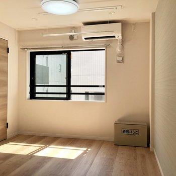 南東向きの光が差し込みます◎※写真は3階の反転間取り別部屋のものです。